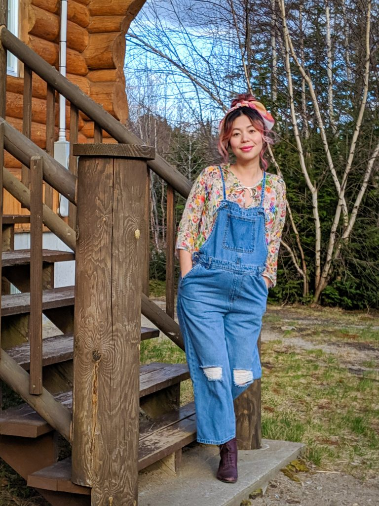 Zara floral top Forever 21 denim overalls country cabin style maternity wear Montreal fashion beauty lifestyle blog 2