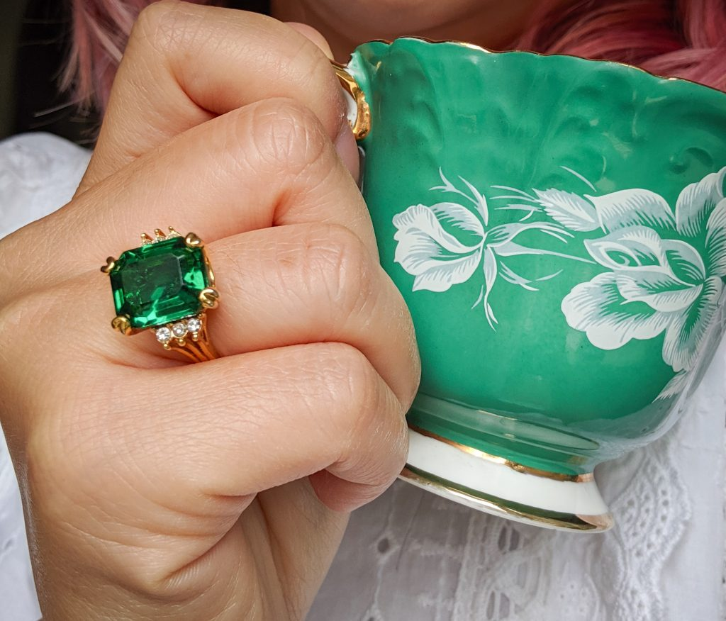 vintage emerald ring statement jewelry hunter green fall autumn Montreal fashion beauty lifestyle blog