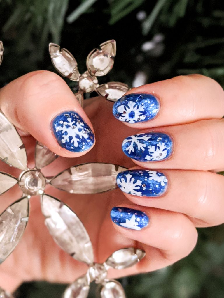 DIY snowflake nail art holiday Christmas manicure Montreal beauty fashion blog 2