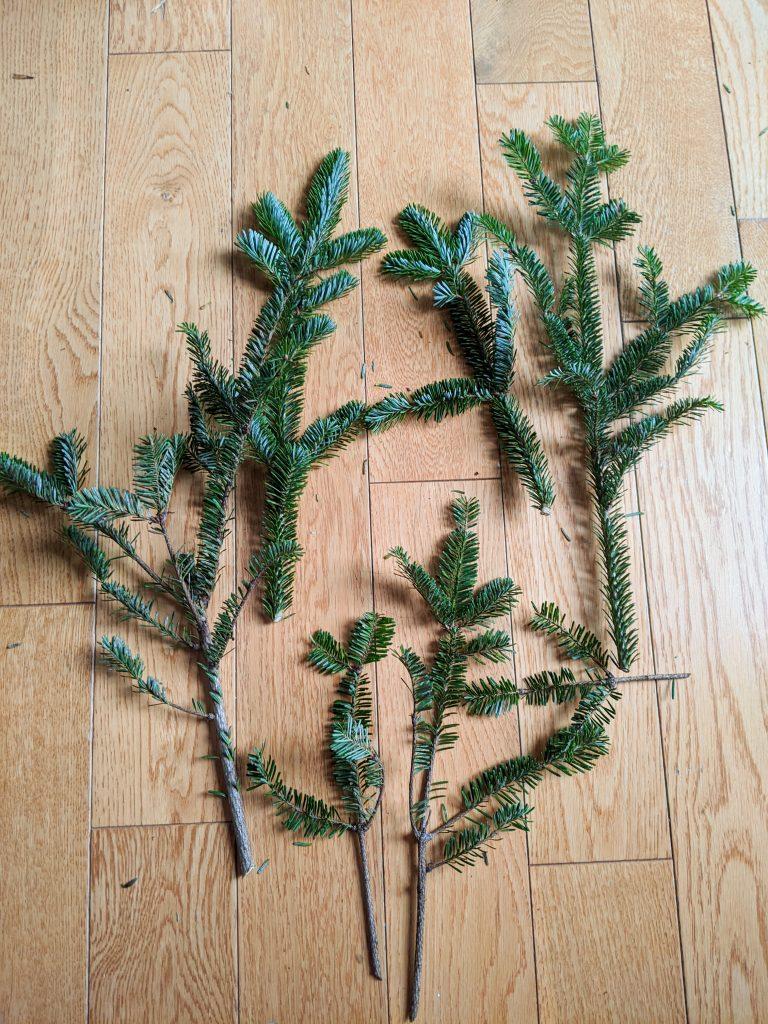 cut greenery DIY holiday Christmas porch light decor Montreal lifestyle beauty fashion blog