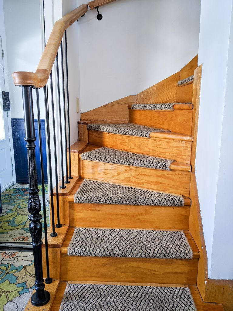 after vintage-inspired metal baluster wooden stair railing installation remodel renovation Montreal lifestyle fashion beauty blog 1