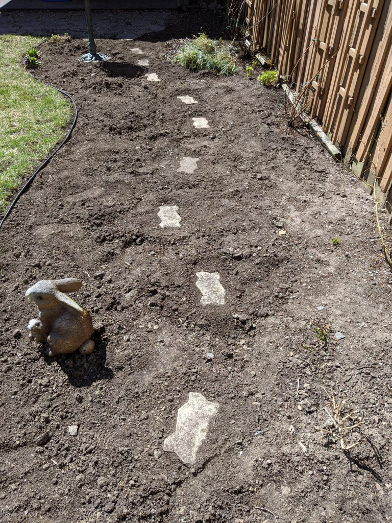 stepping stone path DIY border flower garden Montreal lifestyle beauty fashion blog