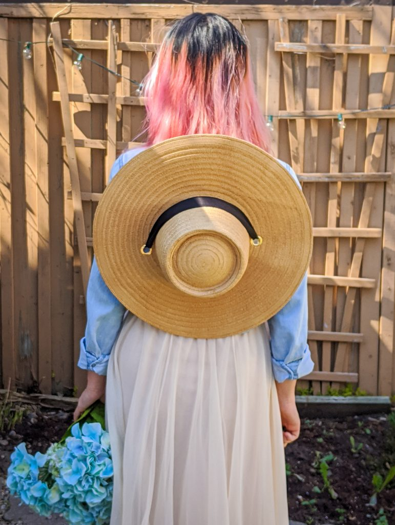 straw hat tulle maxi skirt chambray shirt spring country Montreal fashion beauty lifestyle blog 1