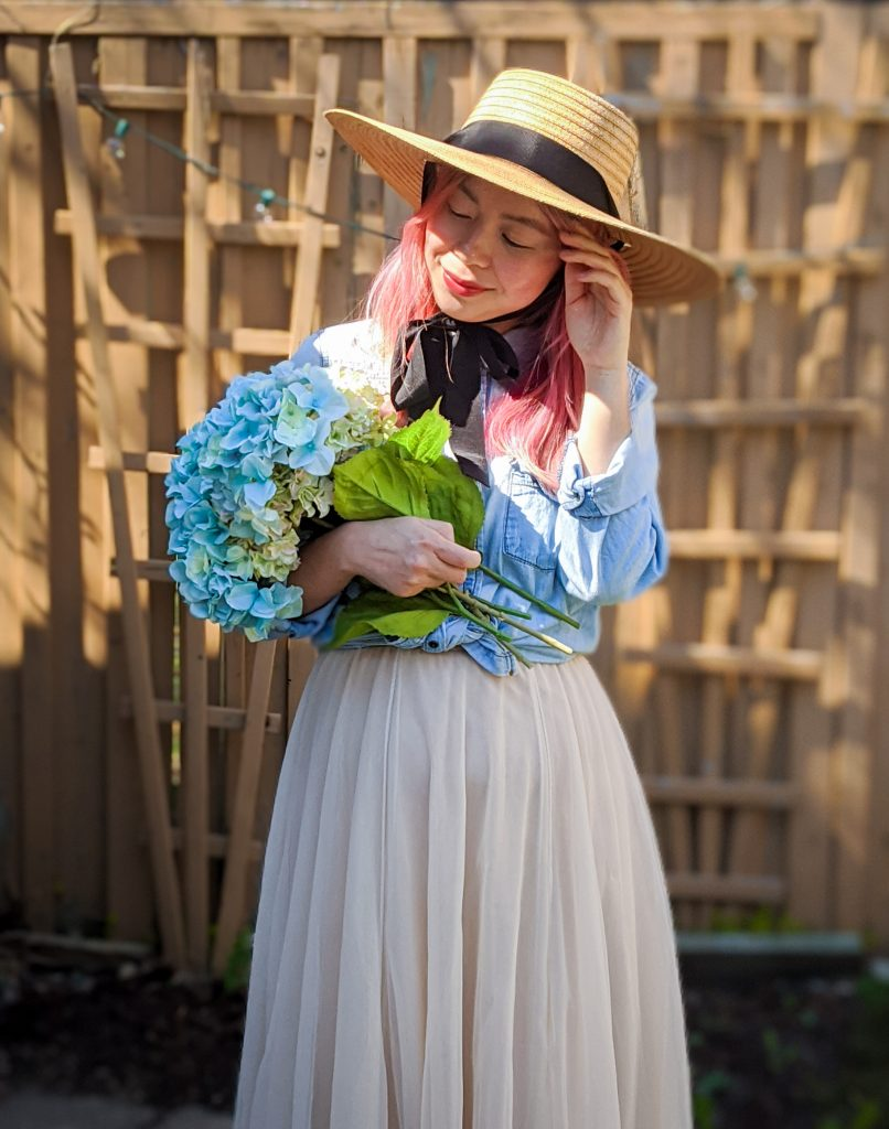 straw hat tulle maxi skirt chambray shirt spring country Montreal fashion beauty lifestyle blog 2