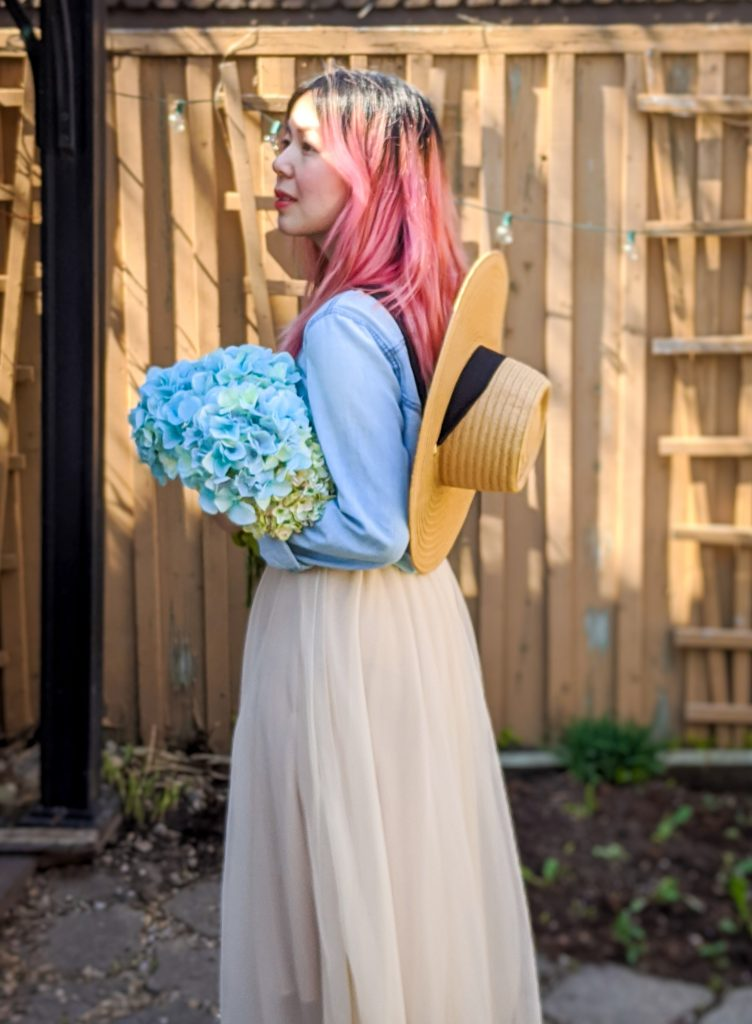 straw hat tulle maxi skirt chambray shirt spring country Montreal fashion beauty lifestyle blog 3