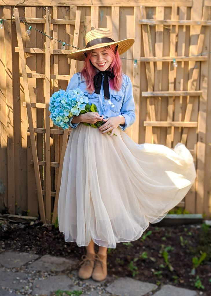 straw hat tulle maxi skirt chambray shirt spring country Montreal fashion beauty lifestyle blog 4