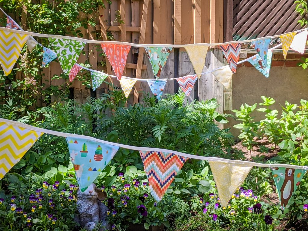 DIY birthday party bunting banner Montreal lifestyle fashion beauty blog 1