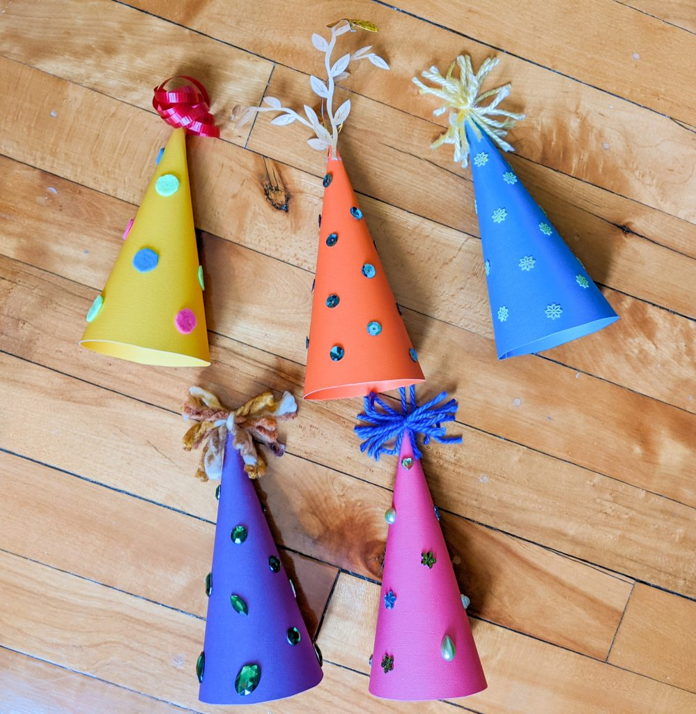 decorate outside of hat DIY birthday party hat Montreal lifestyle fashion beauty blog