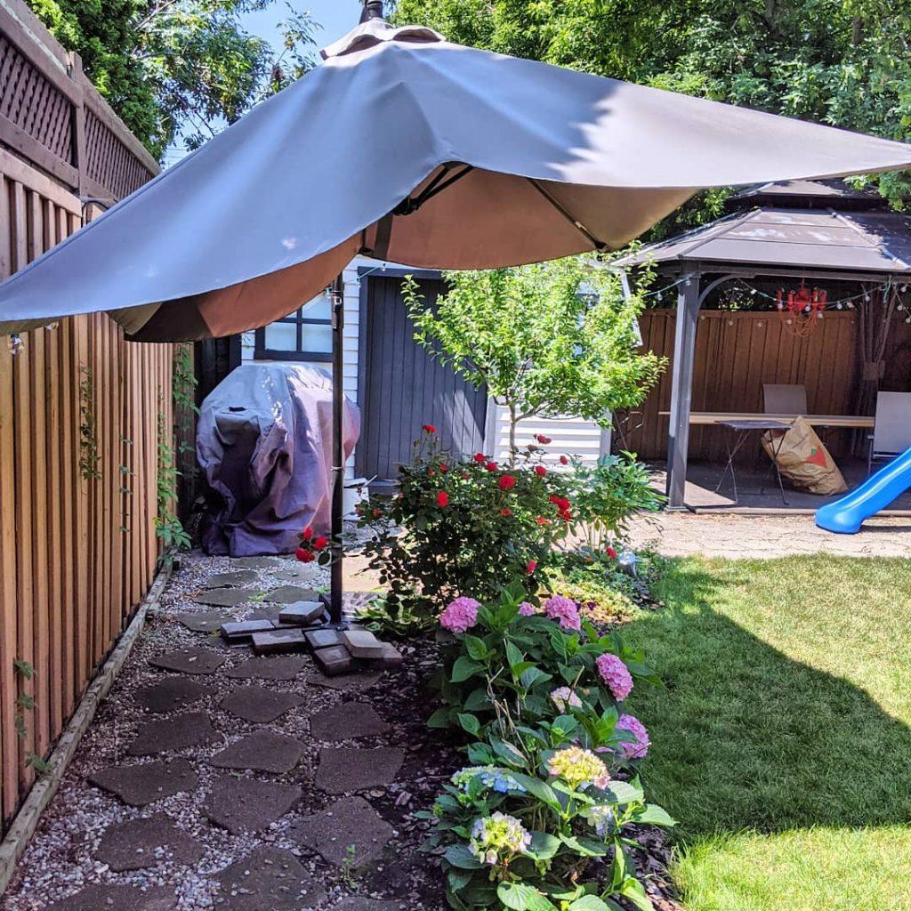 patio umbrella shade cover hydrangeas Montreal lifestyle beauty fashion blog