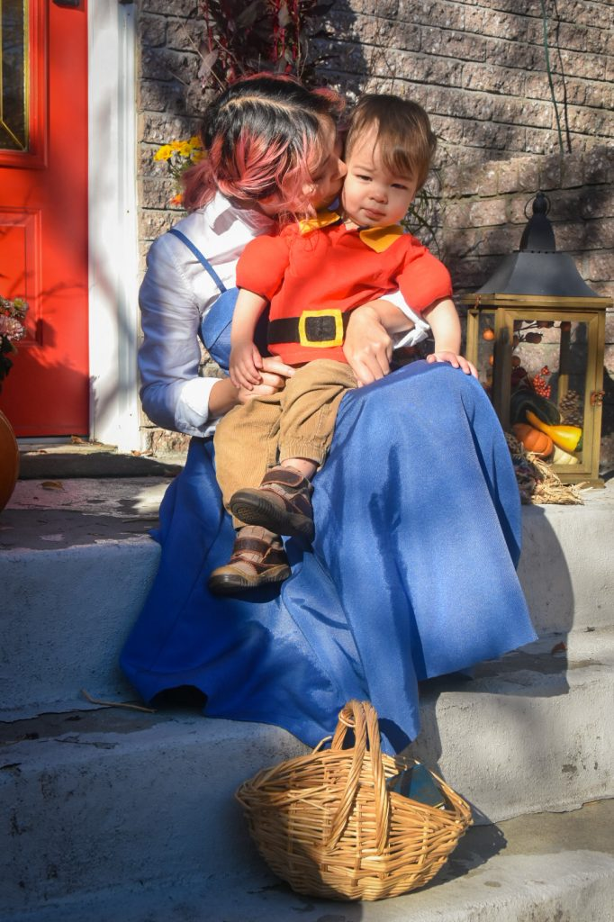 DIY Belle and Gaston Halloween costume Montreal lifestyle fashion beauty blog 1
