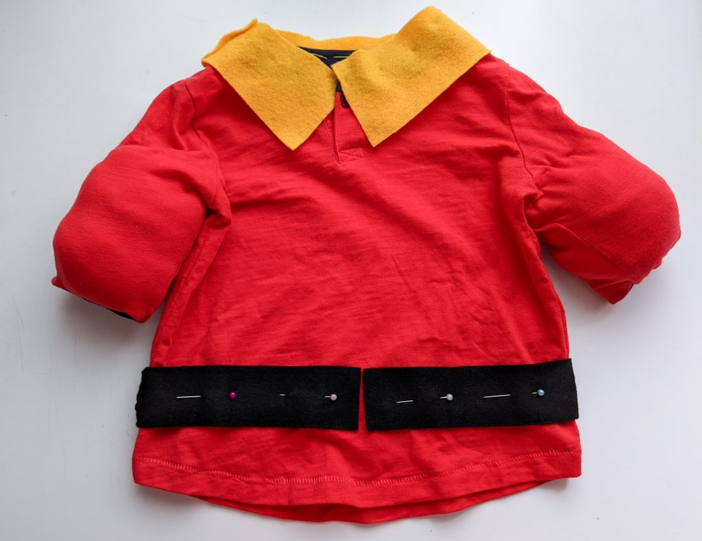 pin belt pieces DIY toddler Gaston Halloween costume Montreal lifestyle fashion beauty blog