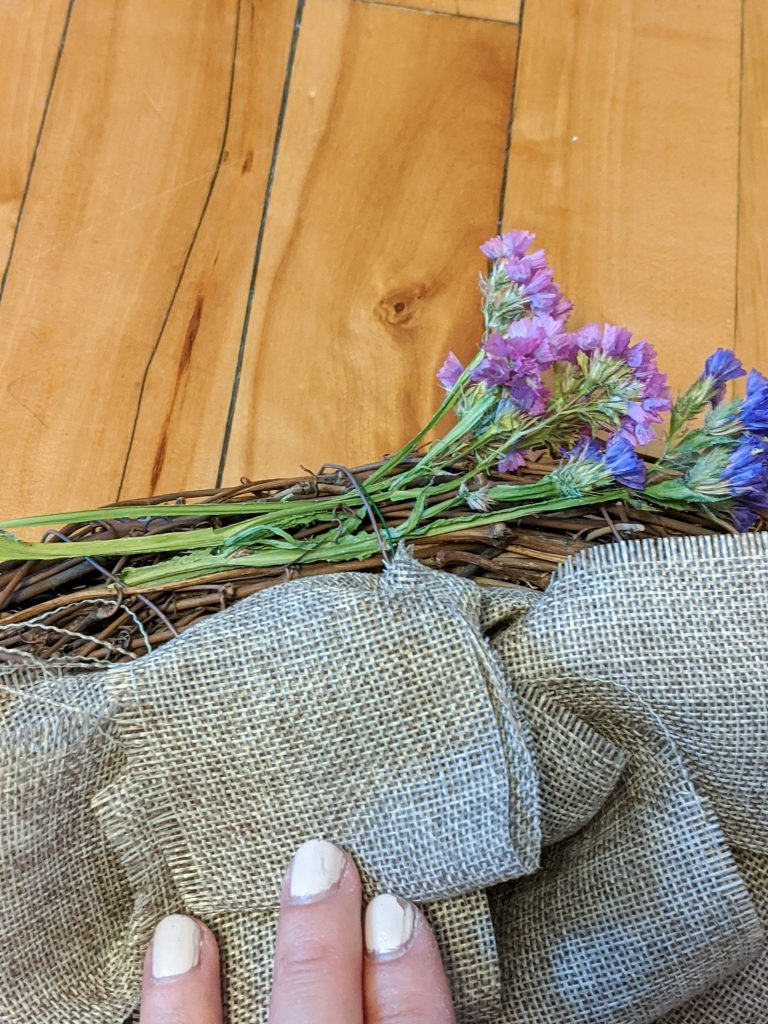 weave flowers into wreath DIY dried floral wreath Montreal lifestyle fashion beauty blog