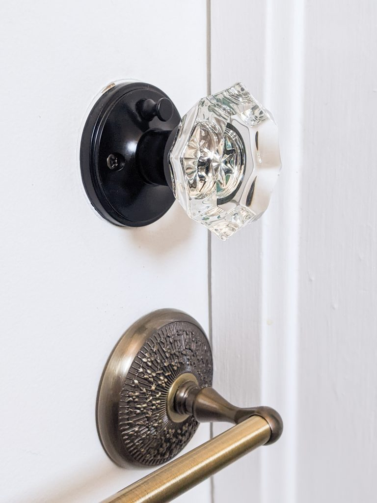 after Linkaa Crystal Privacy Door knob Wayfair DIY door remodel makeover Montreal lifestyle beauty fashion blog 1