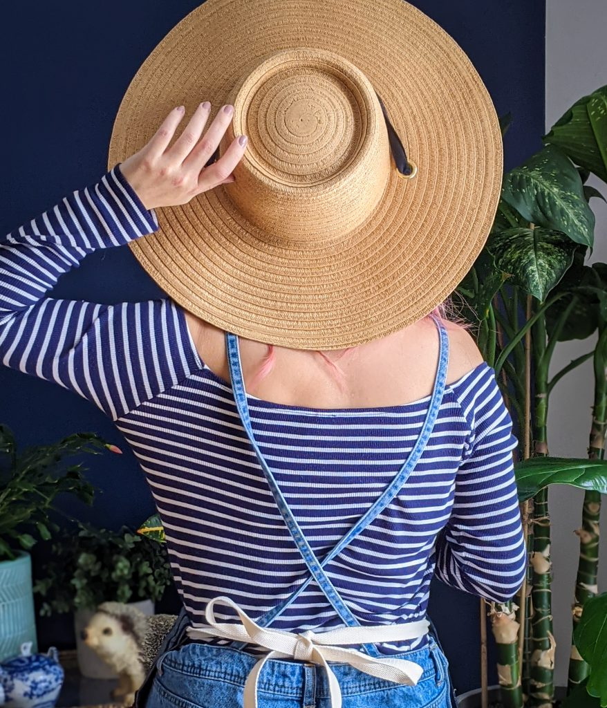 Love & Lore straw hat gardening gear favourites Montreal lifestyle fashion beauty blog