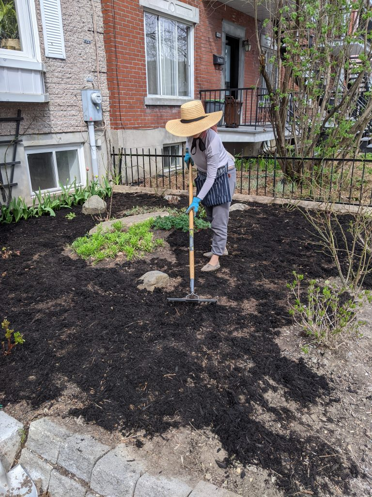 spreading mulch DIY front yard landscaping Montreal lifestyle fashion beauty blog