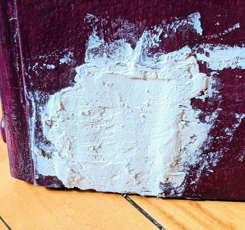 apply spackling to wood filler DIY thrifted dresser remodel makeover Montreal lifestyle fashion beauty blog