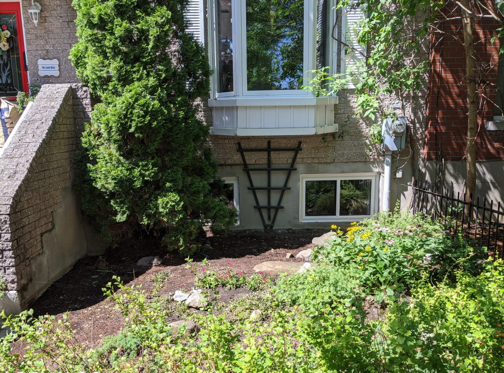 front yard before DIY landscaping gardening Montreal lifestyle fashion beauty blog