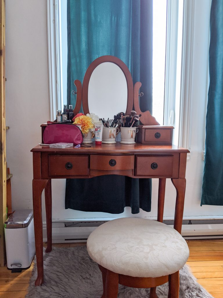 before vanity DIY master bedroom remodel makeover Montreal lifestyle fashion beauty blog