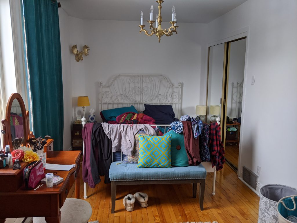 before DIY bedroom remodel makeover Montreal lifestyle fashion beauty blog 2