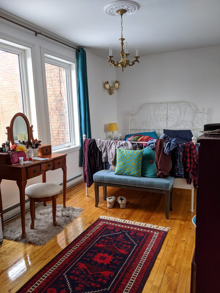 before DIY bedroom remodel makeover Montreal lifestyle fashion beauty blog
