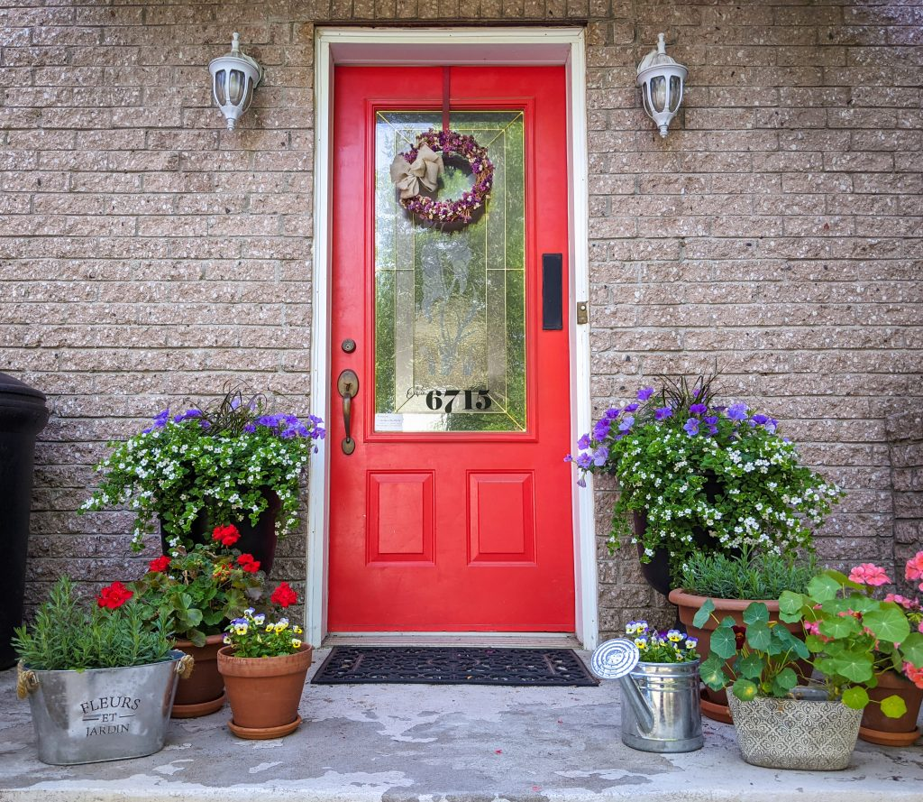 front door planters DIY front yard landscaping Montreal lifestyle fashion beauty blog